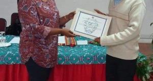 إدارة المرأة والشؤون الاجتماعية تمنح مكتب جمعية الدعوة الإسلامية العالمية بموزمبيق شهادة تقدير .